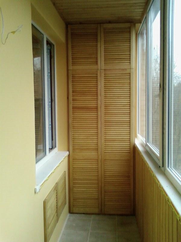 Двери жалюзийные на балкон. - дизайн маленьких лоджий - ката.